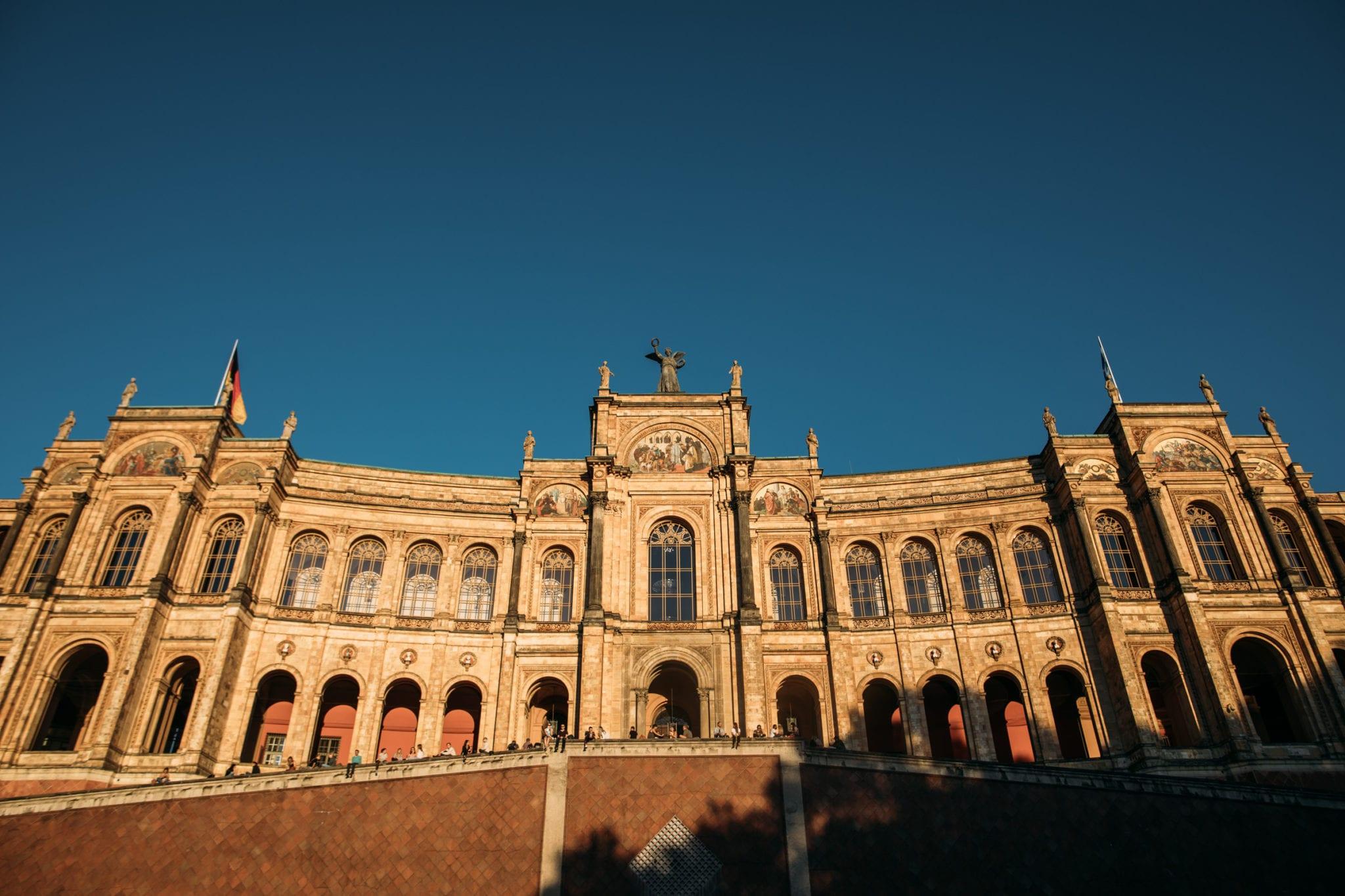 Demokratischer Fels in der Brandung – warum Parlamente in der Kommunikation an Bedeutung gewinnen werden!
